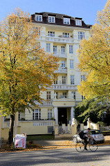 Gründerzeitliches Etagenhaus am Hallerplatz in Hamburg Rotherbaum, erbaut 1915 - Architekt R. Wagner. Das Gebäude steht als Kulturdenkmal der Hansestadt Hamburg unter Denkmalschutz.