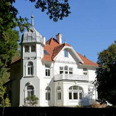 Denkmalgeschützte Villa in der Elbchaussee  von Hamburg Nienstedten, erbaut 1909 - Architekt  Heinrich Eggerstedt.