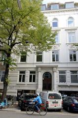 Etagenhaus / Wohnhaus, Geschäftshaus in der Papenhuder Straße von Hamburg Uhlenhorst; erbaut 1899 - Architekt William Rzekonski ?.