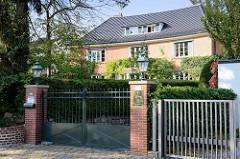 Denkmalgeschütztes Wohnhaus in der Baron Vogt Straße im Hamburger Stadtteil Groß Flottbek - Wohnhaus Nordquist - errichtet 1927, Architekten Hans und Oskar Gerson.