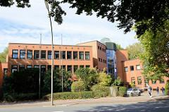 Moderne Verwaltungsarchitektur im Hamburger Stadtteil Rahlstedt - Kundenzentrum in der Rahlstedter Straße.