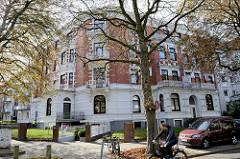 Etagenhaus am Erlenkamp im Hamburger Stadtteil Uhlenhorst - eines der Kulturdenkmäler Hamburgs, erbaut um 1895.