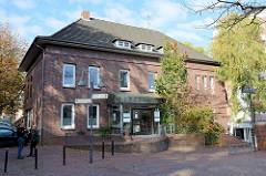 Baudenkmal in der Stadt Pinneberg, ehemalige Kreissparkasse - ursprünglich 1884 erbaut, 1934 vom Architekten Klaus Groth einheitlich umgebaut. Das Gebäude steht unter Denkmalschutz.