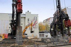 Wandbild an der Fassade der Galerie Borchardt im Hopfensack in der Hamburger Altstadt;  Künstler Clemens Behr und dem Hamburger Heiko Zahlmann.