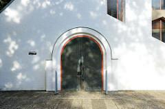 Eingang der evangelisch-lutherische Martinskirche im Hamburger Stadtteil Rahlstedt, geweiht 1961 - Olaf Andreas Gulbransson.