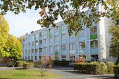 Freie und Hansestadt Hamburg - Bezirksamts Wandsbek, Gebäude der Dienststelle Bramfeld  in der Herthastraße 20.