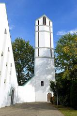 Kirchturm der evangelisch-lutherische Martinskirche im Hamburger Stadtteil Rahlstedt, geweiht 1961 - Olaf Andreas Gulbransson.