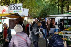 Wochenmarkt in Hamburg Uhlenhorst / Immenhof -  Marktstände.