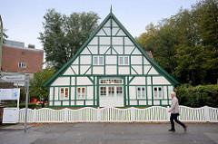 Restauriertes Fachwerkgebäude im Fahrtskamp / Pinneberg. Erbaut 1766 - jetzt Nutzung als Psychiatrische Tagesklinik.