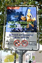 Hinweisschild vom Bezirksamt Wandsbek auf den Wochenmarkt Hamburg Rahlstedt.