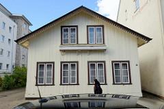 Historisches Wohnhaus in der Lindenstraße von Pinneberg, einstöckiger Satteldachbau - errichtet um 1900. Das Gebäude steht als Kulturdenkmal der Stadt unter Denkmalschutz.