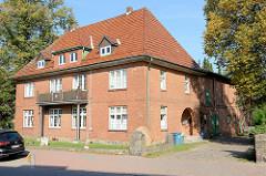Wohnhaus mit angrenzenden Wirtschaftsgebäuden / Speicher Trittau.