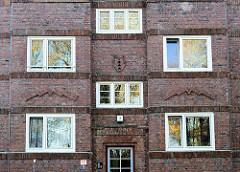 Siedlungsbau am Focksweg / Bennittstraße  von Hamburg Finkenwerder; die Blockbebauung wurde 1927 fertig gestellt, die Architekten des jetzt denkmalgeschützten Wohngebäudes waren Klophaus & Schoch.