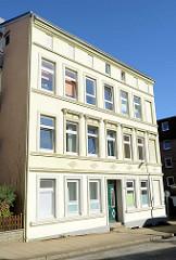 Kulturdenkmal in der Benningsenstraße von Hamburg-Harburg; Etagenhaus errichtet um 1890.