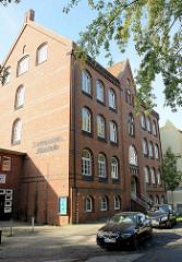 Historische Schulgebäude der Ganztagsschule Fährstraße in Hamburg Wilhelmsburg, errichtet 1900; das Gebäude steht unter Denkmalschutz.
