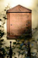 Gedenktafel für den Bildhauer Michael Komorovski  (1905-1970), der in Hamburg-Harburg gewirkt hat.