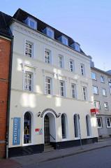 Wehner-Haus in der Julius Ludowieg Straße in Hamburg-Harburg; in der ehemaligen Apotheke befindet sich seit 2009 das Büro der Harburger SPD.