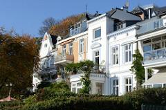 Mehrstöckige historische Gründerzeithäuser in Övelgönne im Hamburger Stadtteil Othmarschen.