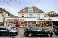 Wohnhäuser / Geschäftshäuser in der   Wedeler Landstraße von Hamburg Rissen.