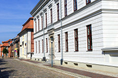 Bürgerhaus am Kirchplatz in Boizenburg Elbe;  ehemalige August Bebel Schule, jetzt Sitz der Stadtverwaltung.