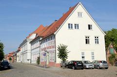 Denkmalgeschützte Wohnhäuser am Kirchplatz in Boizenburg/Elbe.