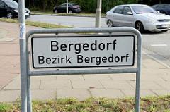 Stadtteilschild / Stadtteilgrenze von Bergedorf zu Neuallermöhe - weisses Schild mit schwarzer Schrift.