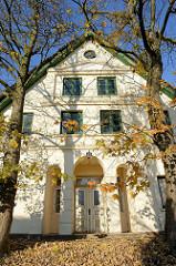 Historisches Wohnwirtschaftsgebäude am Finkenwerder Landscheideweg im Hamburger Stadtteil Finkenwerder. Das Gebäude wurde 1812 errichtet und steht als Baudenkmal Hamburgs unter Denkmalschutz.