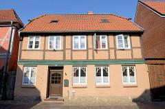 Baudenkmal in der Mühlenstraße von Boizenburg/Elbe;  historisches Wohnhaus, das unter Denkmalschutz steht.