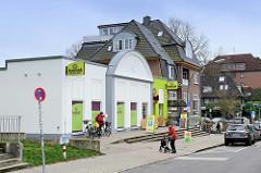 Bauform des ehemaligen Rissener Kinos Elektra / Rissen Lichtspiele, das 2006 abgerissen wurde. Im jetzigen Gebäude befindet sich ein BioLaden.