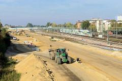 Bauarbeiten an der Bahntrasse in Hamburg Wilhelmsburg, Vorbereitungsarbeiten für die Verlegung der Wilhelmsburger Reichsstraße.
