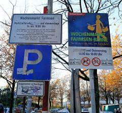 Hinweisschild des Bezirksamts Hamburg Wandsbek auf den Wochenmarkt Farmsen-Berne im Berner Heerweg.