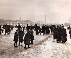 Alstereisvergnügen auf der Aussenalster um 1900 - historische Hamburgbilder.