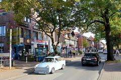 Geschäftsstraße / Poststraße in Trittau, moderne Wohnung- und Geschäftshäuser.