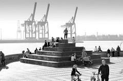 Promenade an der Elbe bei Övelgönne /  Hamburg Ottensen - Treppenanlage über dem Hamburger Elbtunnel; auf der anderen Elbseite Containerkräne des Terminals Burchardkai