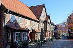 Historische Fachwerkarchitektur in der Lämmertwiete von Hamburg-Harburg, die Wohngebäude wurden um 1716 errichtet und 1980 restauriert.
