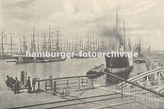Altes Hafenbild aus dem Hamburger Segelschiffhafen. Blick in den Segelschiffhafen ca. 1890; dicht gedrängt liegen die Segelschiffe mit den hohen Masten am Kai oder an festgetäut an den Duckdalben auf Reede.