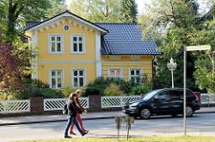 Gründerzeitvilla /Wohnhaus mit gelber Fassade an der Kirchenstraße von Trittau.