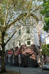 Mehrstöckiges Etagenhaus mit Fachwerkobergeschoss,  Heimatsstil in Hamburg Wilhelmsburg - Bauvereinsweg.