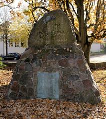 Kriegerdenkmal am Denksteinweg in Hamburg Jenfeld, Erinnerung an zwei Weltkriege; die Anlage steht als Kulturdenkmal unter Denkmalschutz.