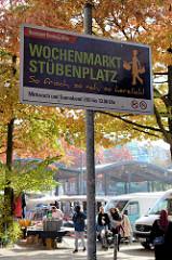 Hinweisschild vom Bezirksamt Hamburg-Mitte  auf den Wochenmarkt Stübenplazt in Hamburg Wilhelmsburg.