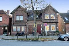 Doppelhaus   im Baustil der Gründerzeit in Ziegelbauweise am  Neßdeich von Hamburg Finkenwerder.