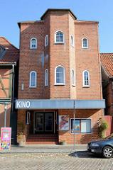 Gebäude des  Kinos in der Reichenstraße von Boizenburg/Elbe. Es wurde 1932 als Boizenburger Lichtspiele eröffnet, 1936 wurde es umgebaut und hieß Kammerlichtspiele. 1990 wurde das Kino geschlossen - 1996 renoviert aber nicht wieder eröffnet.