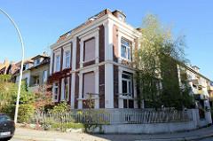 Eckvilla in der Benningsenstraße von Hamburg-Harburg; das Wohnhaus wurde Ende des 19. Jahrhunderts errichtet und steht als Kulturdenkmal Hamburgs unter Denkmalschutz.