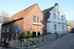 Wohnhäuser / Einzelhäuser im Hamburger Stadtteil Finkenwerder.