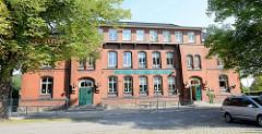 Blick zur Ludwig Reinhard Grundschule An der Quöbbe in Boizenburg/Elbe; das Gebäude wurde 1888 errichtet.