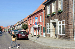 Blick in die Königstraße von Boizenburg, rechts das Stadthaus am Markt.