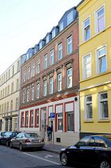 Historisches  Etagenhaus in der Eddelbüttelstraße von Hamburg-Harburg, das Gebäude steht unter Denkmalschutz und wurde 1892 errichtet - Architekt Schäfer.