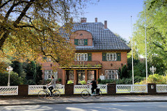 Villa   vom ehemaligen Gasthof in der Kirchenstraße von Trittau; das Gebäude steht als Kulturdenkmal der Stadt unter Denkmalschutz.