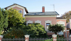 Historisches Wohnhaus in der Julius Ludowieg Straße in Hamburg-Harburg, das Einfamilienhaus steht unter Denkmalschutz und wurde 1896 errichtet - der Architekt war W. Schleicher.
