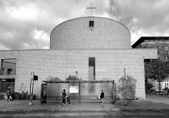 Edith-Stein-Kirche in Hamburg Neuallermöhe, geweiht 1993- Entwurf Architektengruppe Planen & Bauen. Die Kirche wurde benannt nach der heiligen Edith Stein, einer jüdischstämmigen Karmelitin, die 1942 im Vernichtungslager Auschwitz ermordet wurde.